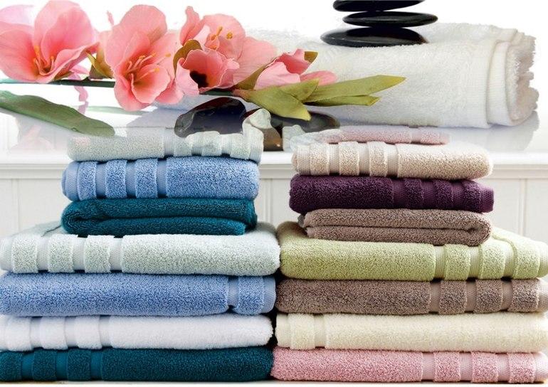 Как компактно и красиво сложить большое банное полотенце: разные варианты хранения в шкафу