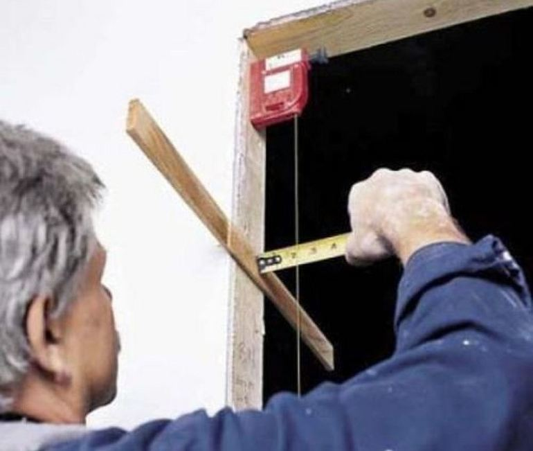 Скрипит дверь в комнате: что делать, чтобы устранить скрип деревянного, пластикового или железного полотна