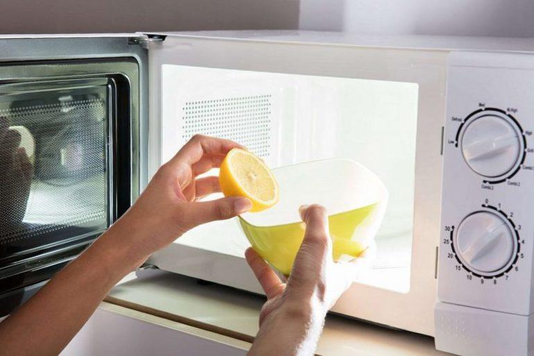 Как помыть микроволновку: народные способы отбеливания СВЧ-печи, удаление нагара и копоти в домашних условиях