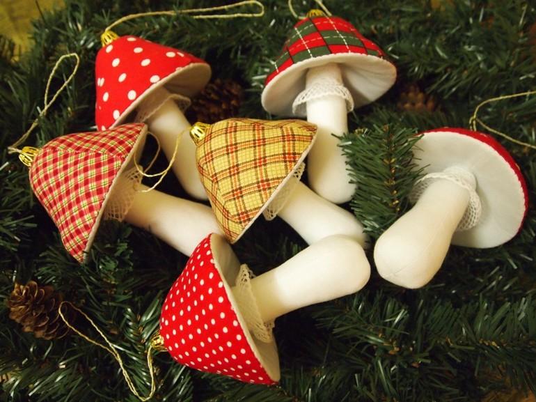 Красивые и легкие поделки на Новый год: елочные игрушки своими руками, камин из простых материалов