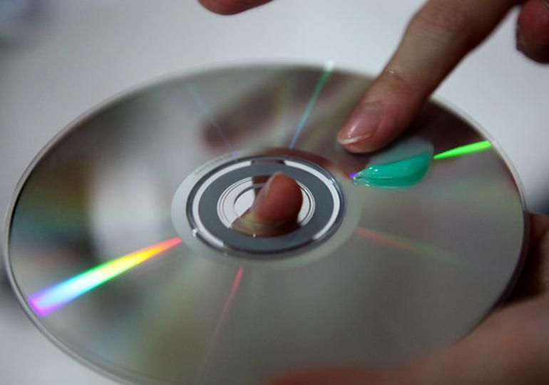 Как правильно убрать царапины с диска своими руками