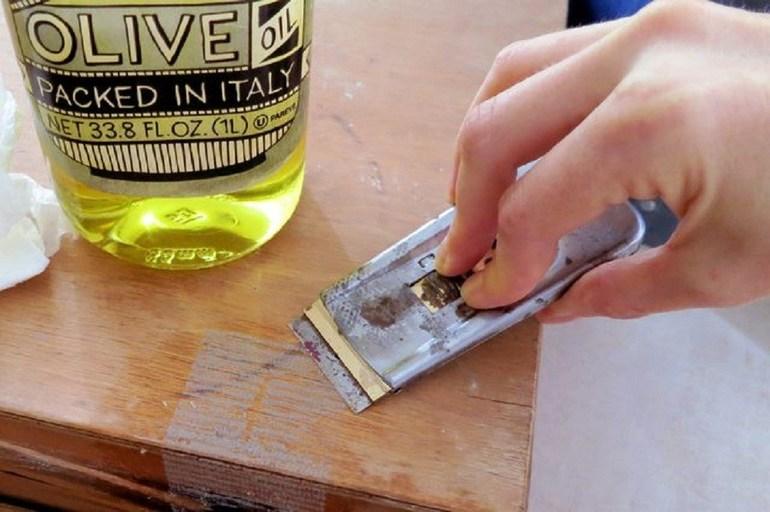 Как убрать двусторонний скотч с мебели: удаление пятен подручными средствами и химией, полезные советы