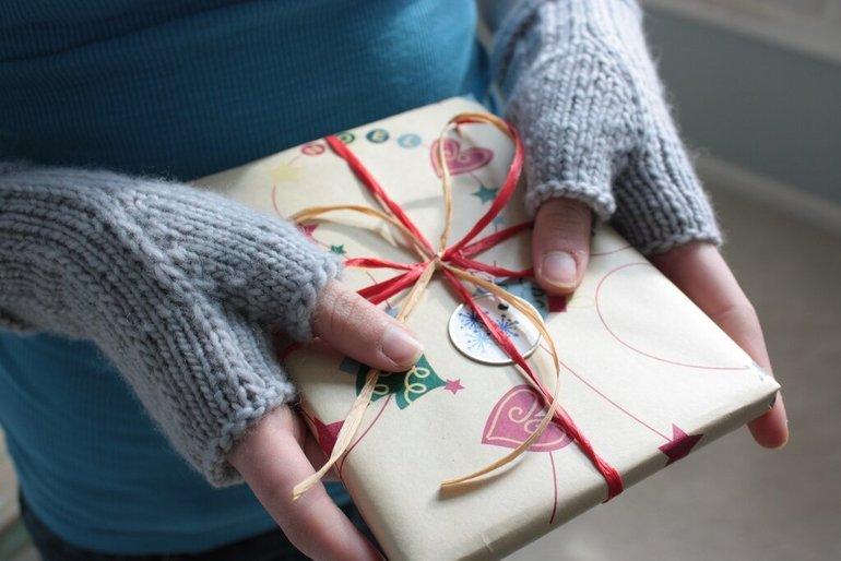 Оригинальный подарок на Новый год девушке: необычные варианты презентов на праздник