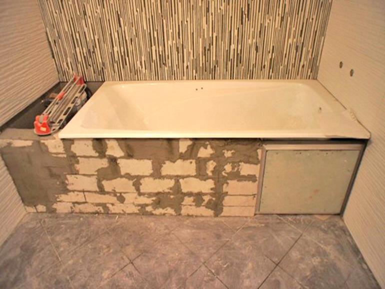 Как обложить ванну плиткой своими руками правильно: проведение обделки стен и сантехники