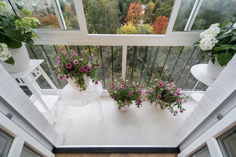 Французский балкон в квартире: особенности конструкции, плюсы и минусы установки, варианты оформления