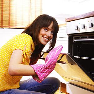 Чем отмыть жирные пятна на двери