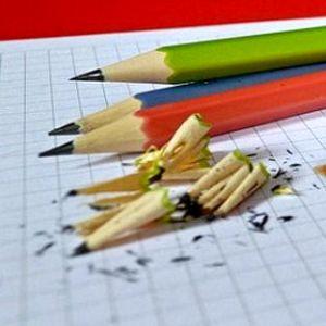 Как точить ножом карандаши?