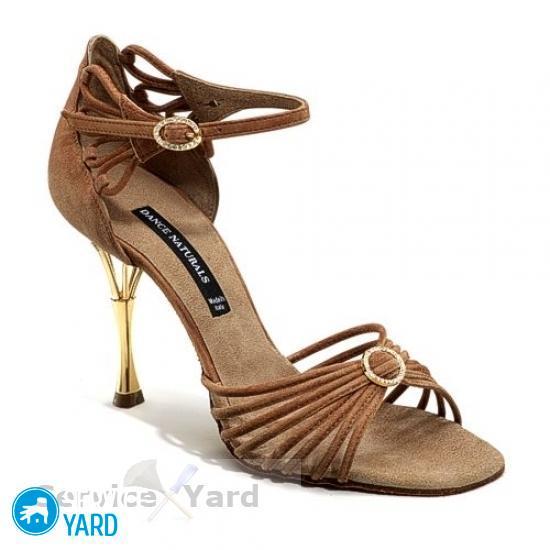 Как разносить пятку на жесткой обуви?