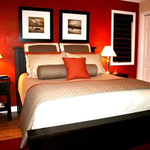 Какую картину повесить в спальне над кроватью