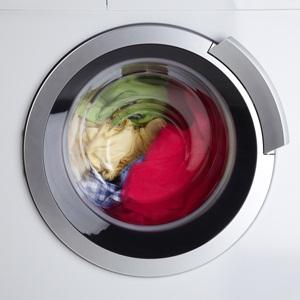 Почему появляется вода в стиральной машине?