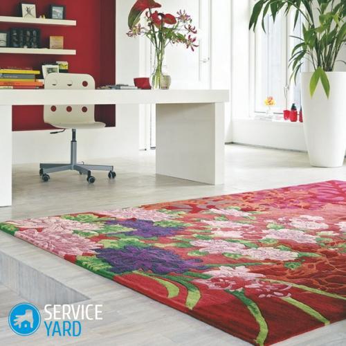 Covor-colorat-cu-motive-florale-pentru-amenajarea-unui-birou