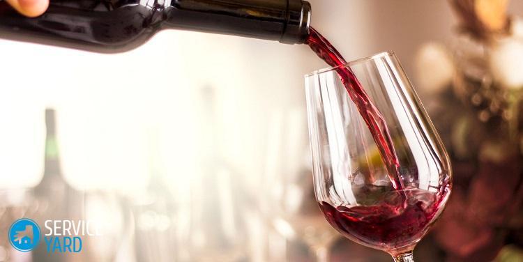 Как отстирать красное вино?