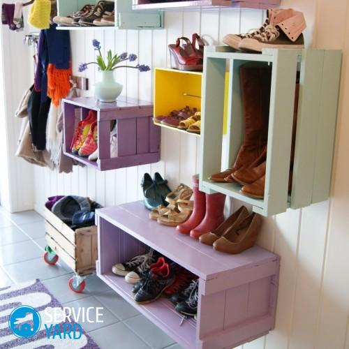 great-idea-for-entryway-mudroom-also-towel-storage-above-the-500x500