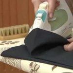Как убрать блеск с брюк от носки?