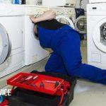 В стиральной машине набирается вода, когда она не работает