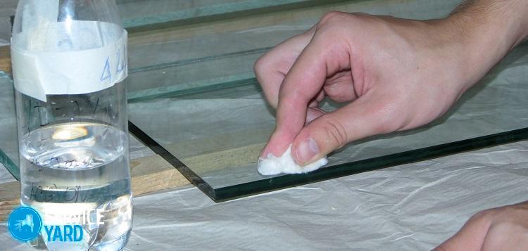 Чем удалить супер клей со стекла? Уборка в квартире
