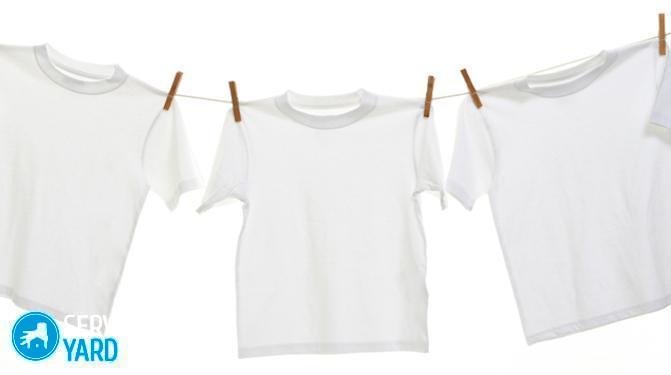 Как отстирать пятна на белой одежде