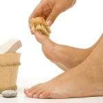 Как почистить пятки от огрубевшей кожи?