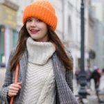 Как украсить вязаную шапку своими руками?