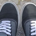 Как убрать запах сырости из обуви?