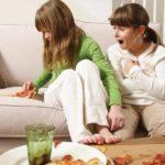Как почистить диван в домашних условиях быстро и эффективно?
