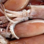Как почистить кальмары?