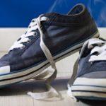 Как убрать запах из кроссовок в домашних условиях быстро?