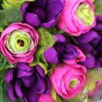 Как сделать цветы из конфет и гофрированной бумаги своими руками?