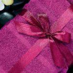 Как упаковать полотенце в подарок?