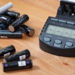 Как выбрать зарядное устройство для аккумуляторов АА?