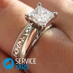 На какую руку одевают обручальное кольцо?