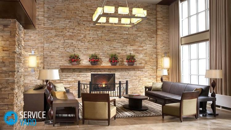 dekorirovanie-sten-v-gostinoj-dekorativnym-kamnem-4