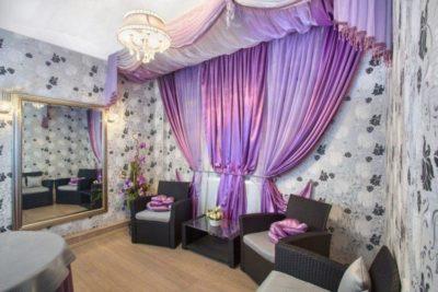 200 идей дизайна интерьера с лиловыми шторами в гостиной с фото 🖼