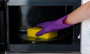 Как быстро помыть и отбелить микроволновку от жира и нагара
