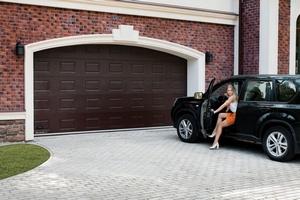 Автоматические ворота для гаража: виды и особенности